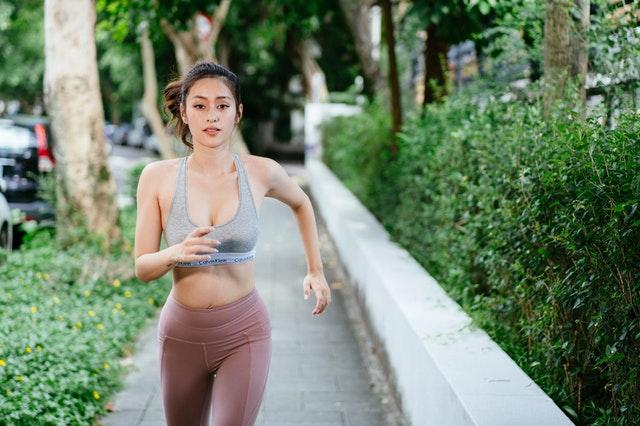 5 Crunchless-Übungen bei ein Sommer-Sixpack